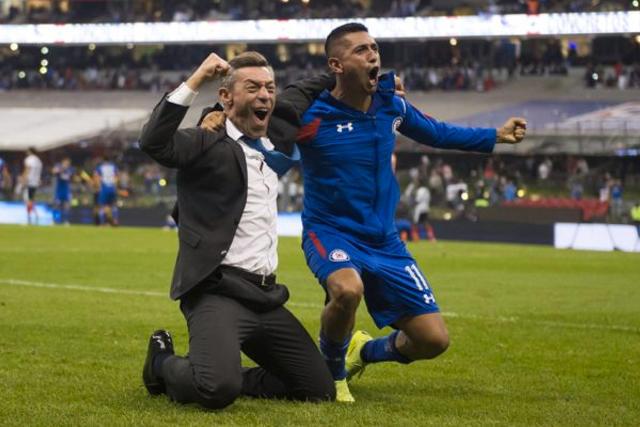 Pedro Caixinha quiere ver a Cruz Azul campeón