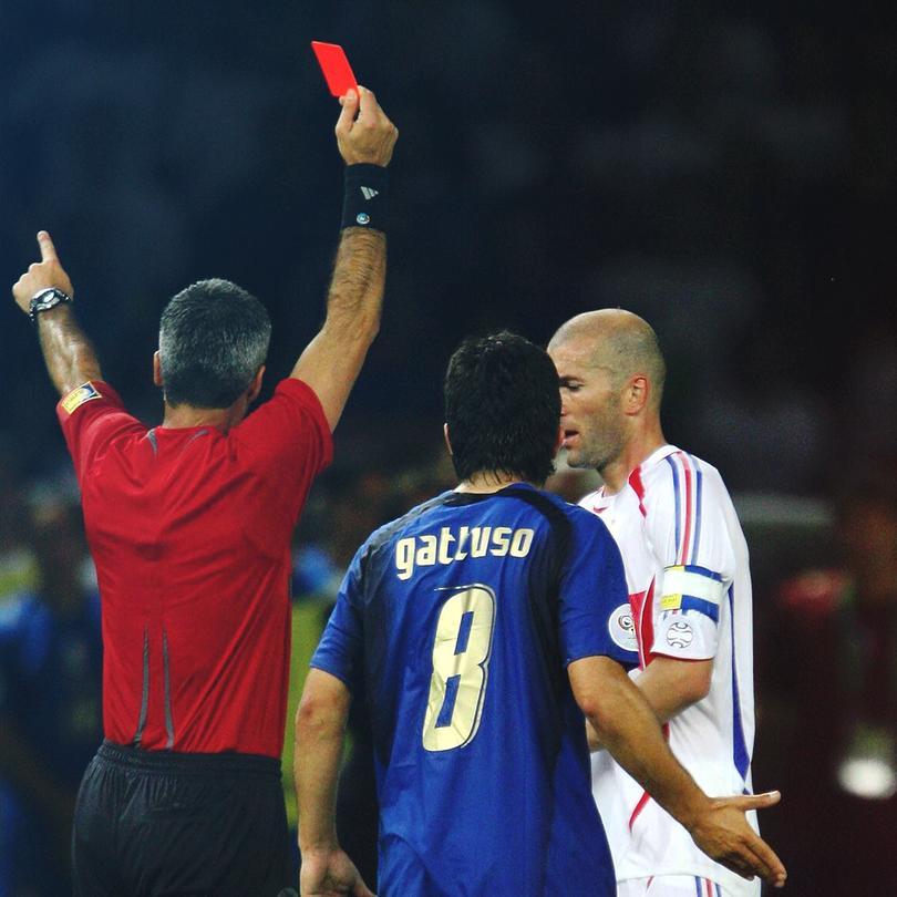 Zidane es expulsado en la final de Alemania 2006 tras dar un cabezazo a Materazzi