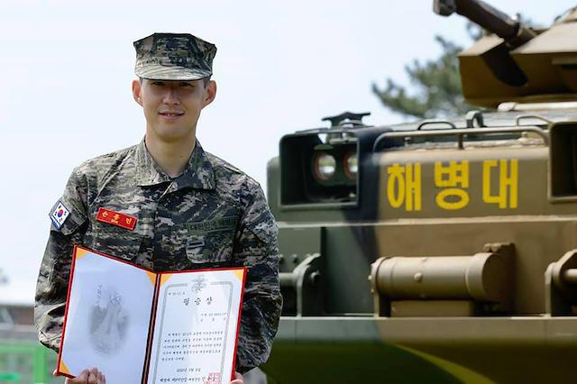 Heung Min Son tras completar sus tres semanas de servicio militar