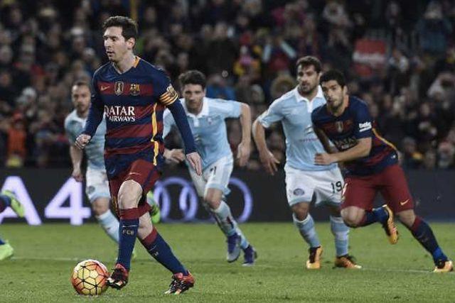 Messi dándole un pase de gol a Suárez en lugar de cobrar el penal directo a la portería