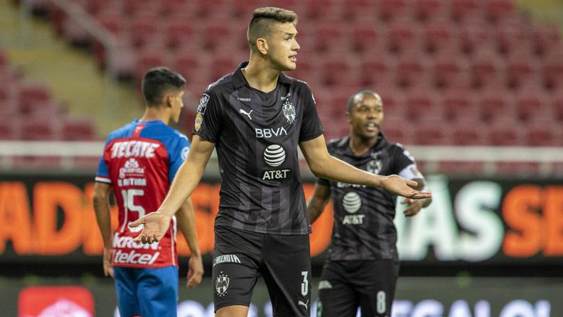 César Montes interesaría a Chivas