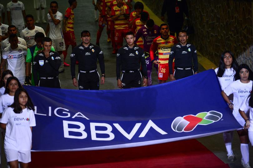 Protocolo previo a un partido de la Liga MX