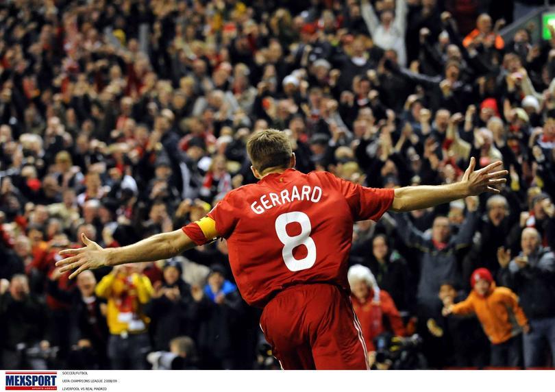 Steven Gerrard celebrando un gol durante un partido con el Liverpool