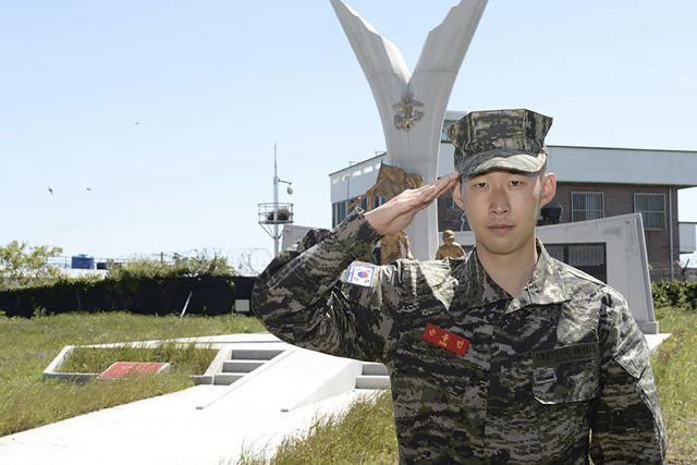 Heung Min Son en su ceremonia de graduación del servicio militar