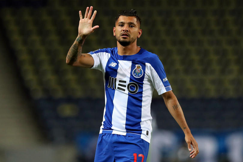 Tecatito Corona en un juego con el Porto