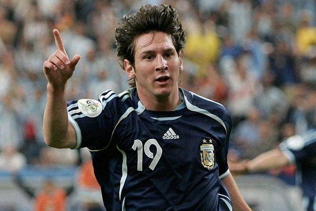 Lionel Messi en su debut en el Mundial