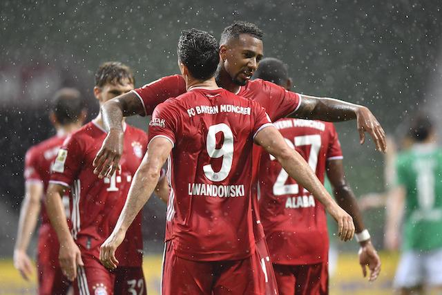 Robert Lewandowski celebra el gol del triunfo y título del Bayern Múnich