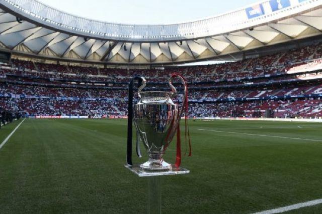 La final de la Champions League se podría jugar con aficionados en el estadio
