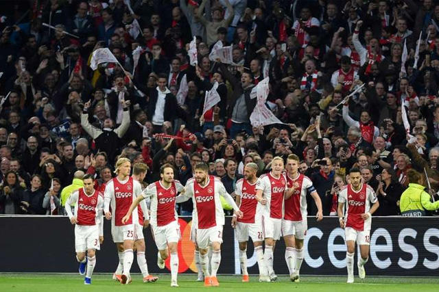 La Eredivisie se jugará con aficionados en los estadios