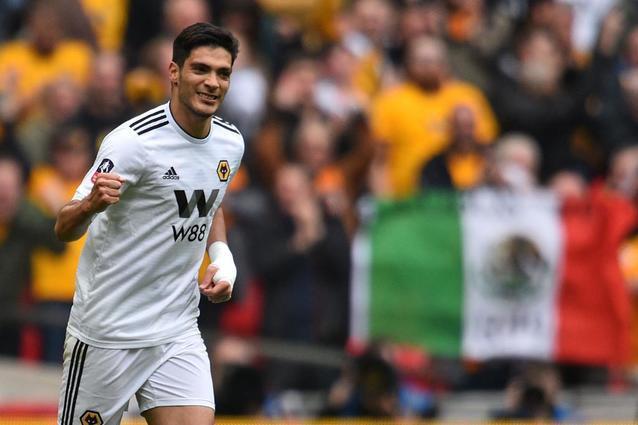 Wolverhampton disminuiría costo de la carta de Raúl Jiménez por crisis financiera