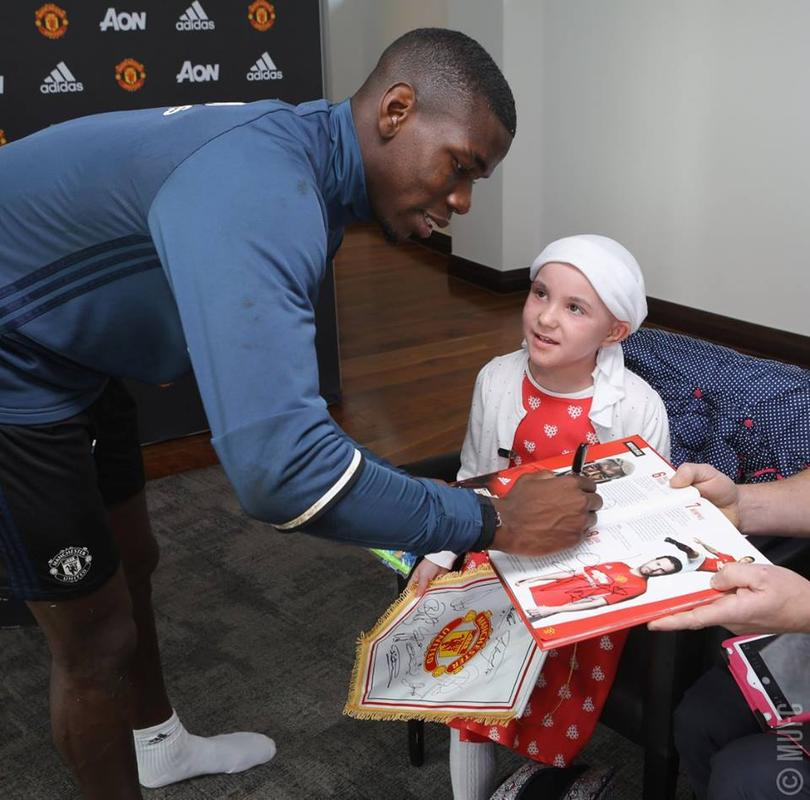 Paul Pogba con una fan