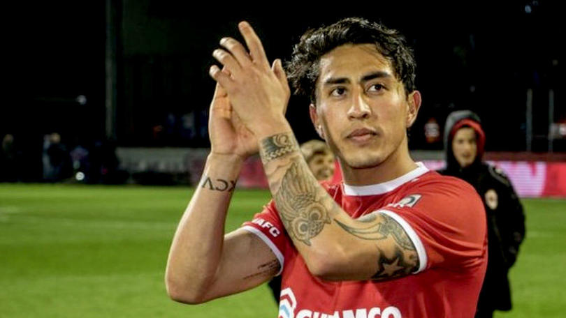 Omar Govea en un juego con Royal Antwerp