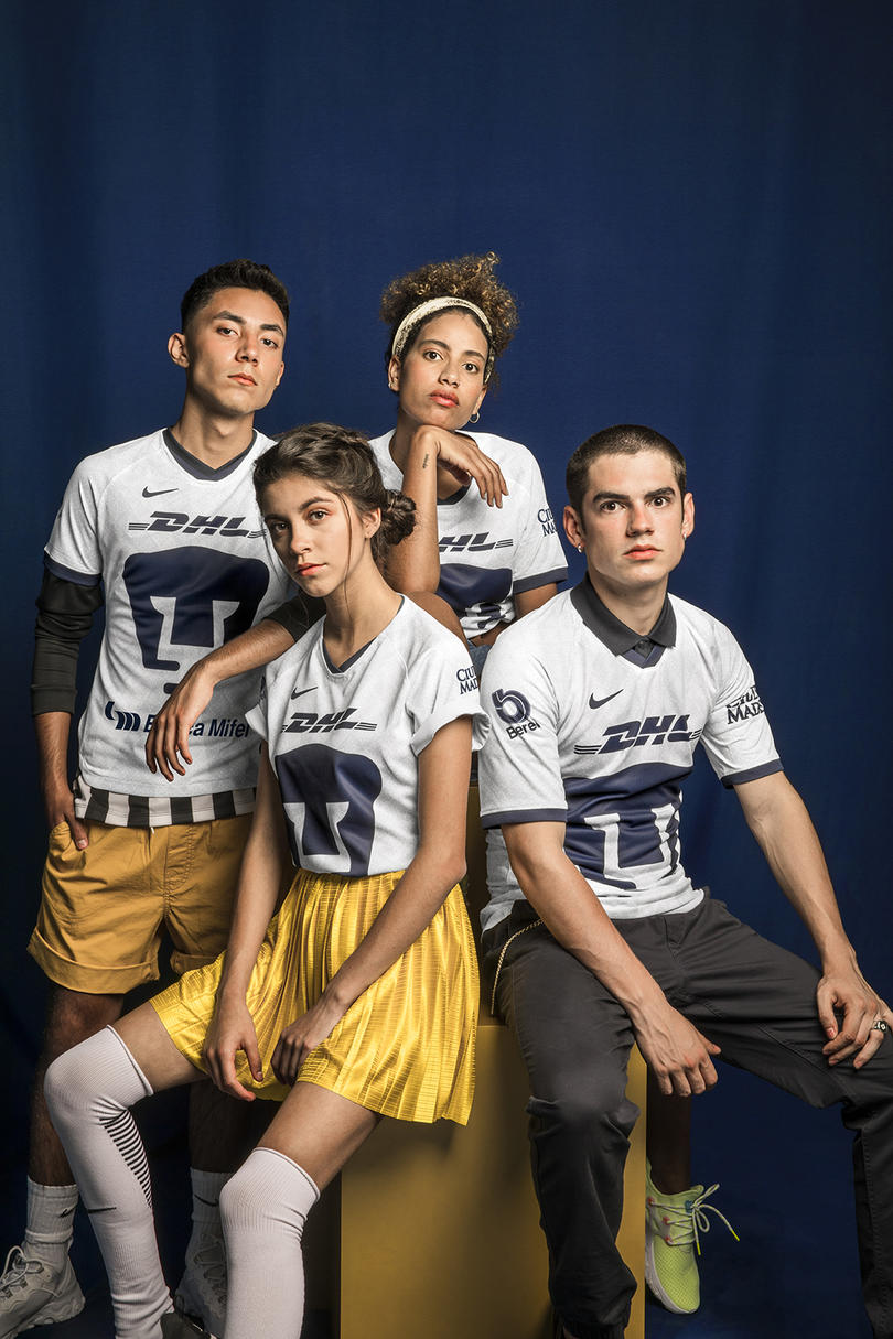 Uniforme de local de Pumas