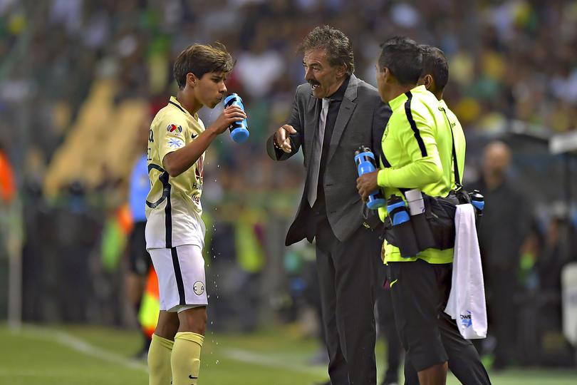 Lavolpe y Diego Lainez