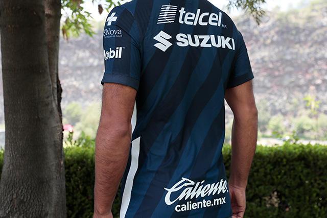 Patrocinio de Caliente.mx en el nuevo uniforme de Pumas