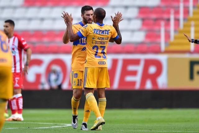 Gignac celebra su gol contra el Necaxa, el primero de Guard1anes 2020