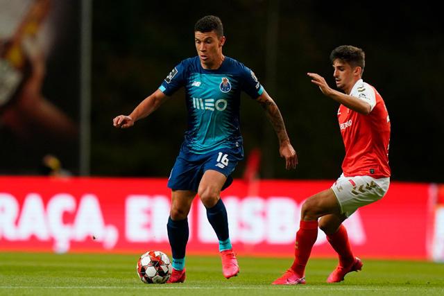 Mateus anotó con el Porto tras pase del Tecatito Corona