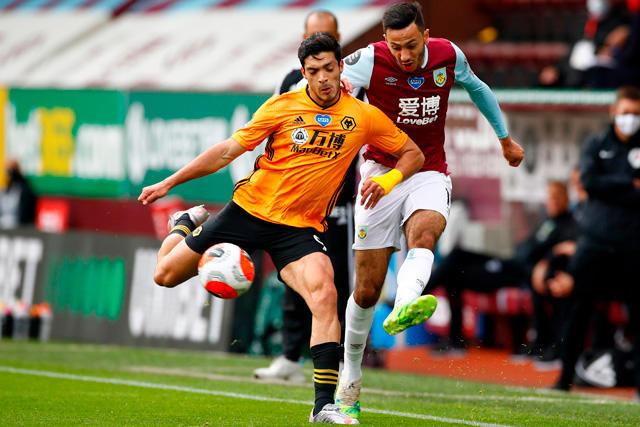 Gol de Raúl Jiménez ante el Burnley está nominado al mejor de julio
