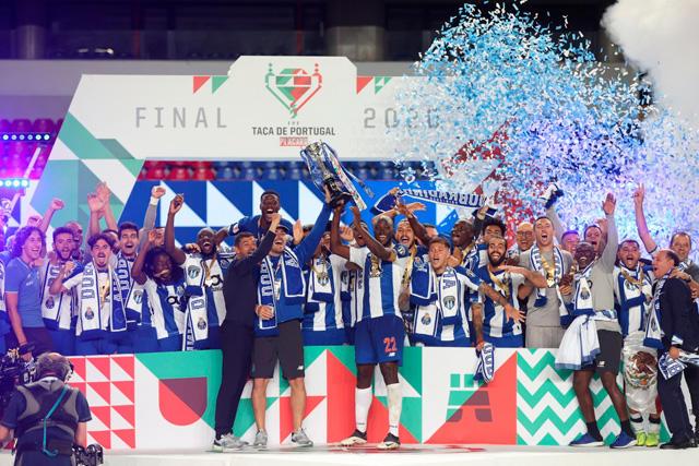 Porto y el Tecatito Corona consiguieron el doblete en Portugal