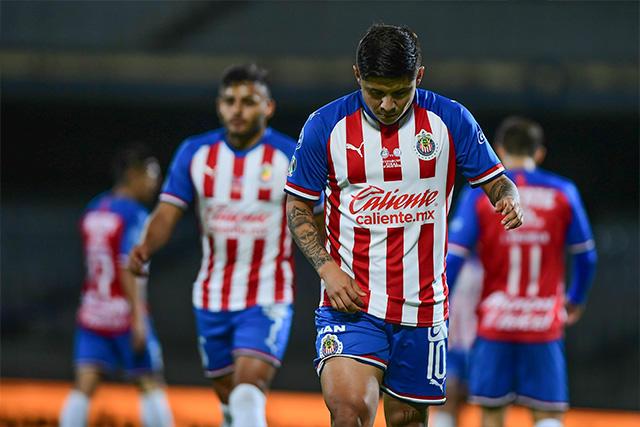 La Chofis López podría ser la octava baja de Chivas contra Santos