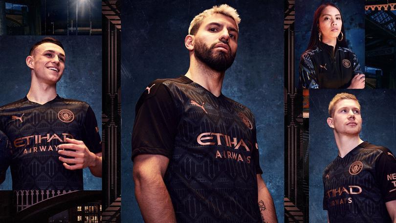 El Manchester City estrenó jersey negro.