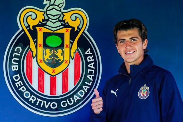 Adrián Villalobos es nuevo jugador de Chivas