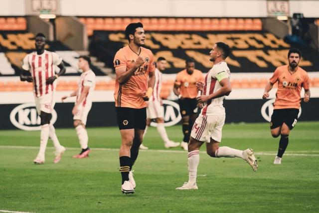 Con gol de Raúl Jiménez, los Wolves avanza a cuartos de Europa League