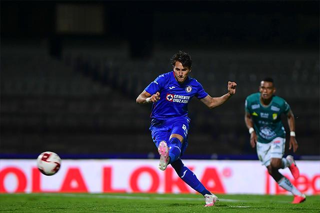 Santi Giménez anota el segundo contra León