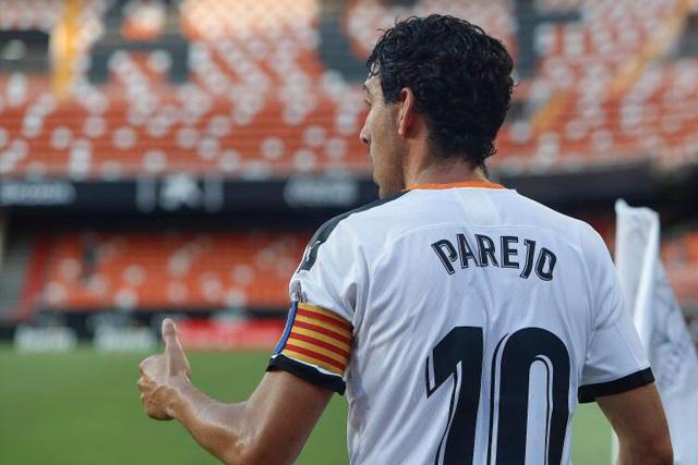 Dani Parejo no pudo contener las lágrimas en la conferencia de su despedida del Valencia
