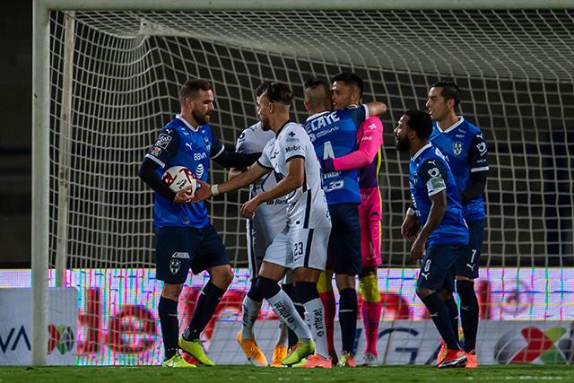 Empate a un gol entre Rayados y Pumas