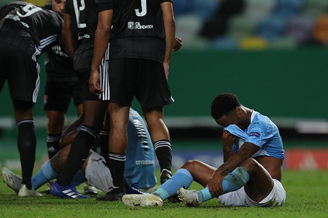 Sterling llora después de quedar eliminados en la Champions League