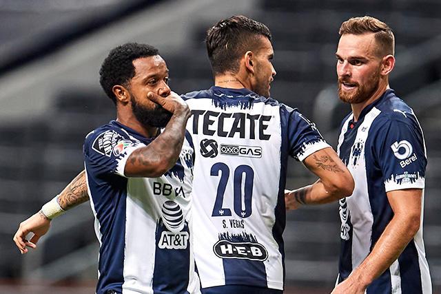 Dorlan Pavón festeja su gol ante Necaxa