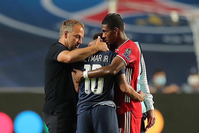 Neymar consolado por Alaba