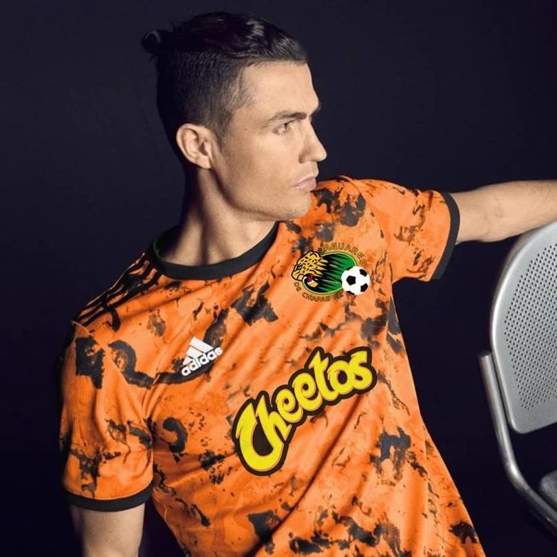 Montaje del jersey de la Juventus con detalles de Jaguares de Chiapas