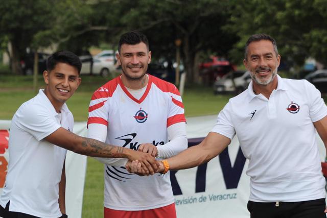 Chatón Enríquez en su presentación con el Club Veracruzano Tiburón