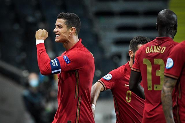 Cristiano Ronaldo celebra su gol ante Suecia