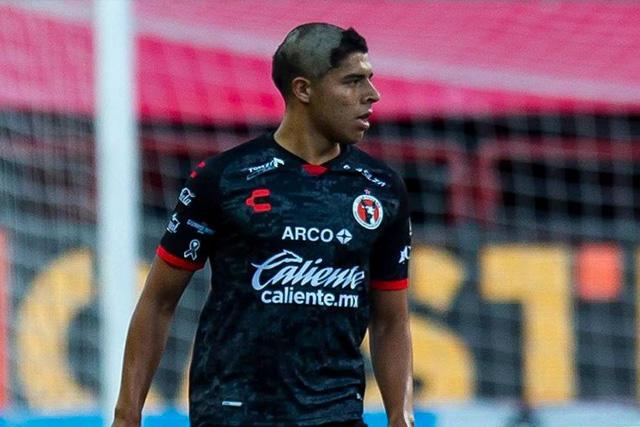 Víctor Guzmán en su debut con Xolos en el Guard1anes 2020
