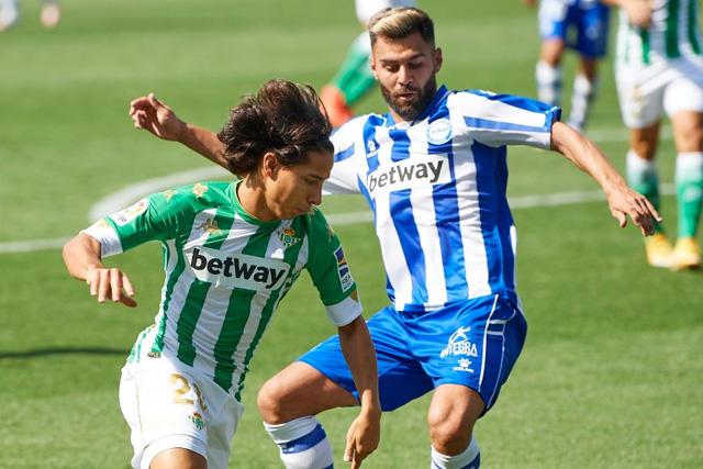 Diego Lainez tuvo a cinco equipos que lo buscaron y prefirió quedarse en el Betis