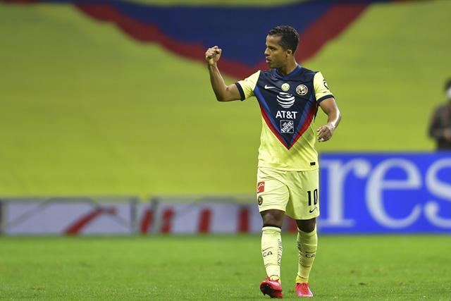 Gio dos Santos celebra su gol en el Clásico