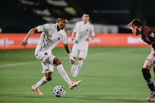 Julian Araujo, de 19 años, ya jugó con EUA, pero podría cambiar de selección