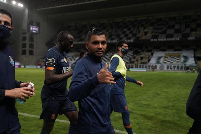 Tecatito Corona se estrenó en la temporada 2020-21 con un golazo ante Boavista