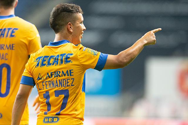 Leo Fernández celebra su primer gol en el Clásico Regio