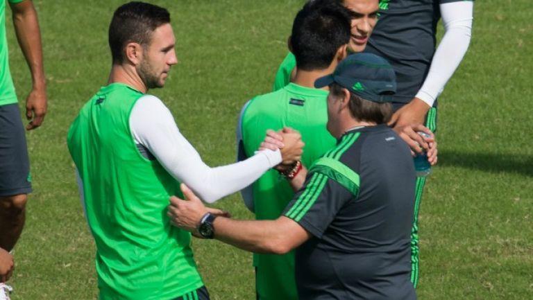 Layún se peleó con Miguel Herrera y su carrera despuntó.