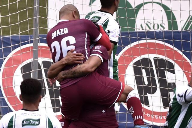El Chupete Suazo sigue derrochando magia en el futbol chileno