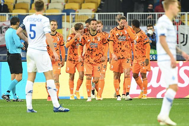 Álvaro Morata celebra con sus compañeros el gol ante Dinamo