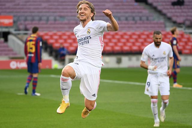 Luka Modric celebra el 1-3 sobre el Barcelona