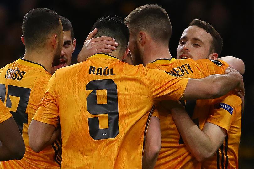 Golazo de Raúl Jiménez para el Wolves.