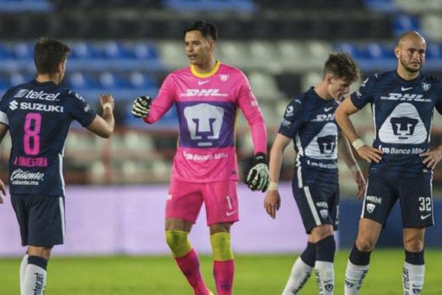 Talavera volvió a ser el héroe de Pumas
