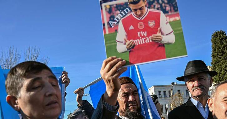 Özil se vuelve un referente en las protestas musulmanas