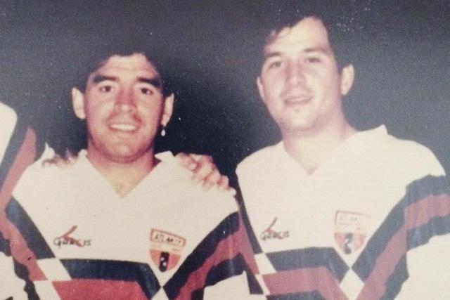 Maradona y Javier Alarcón con la playera del Atlante